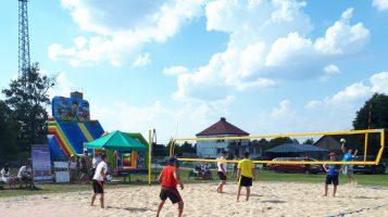 Turniej siatkówki plażowej w Łomnicy